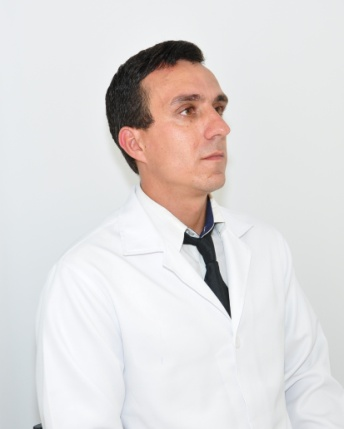 M.V. Esp. MsC. Dr. LUCAS BERGER DA SILVA
